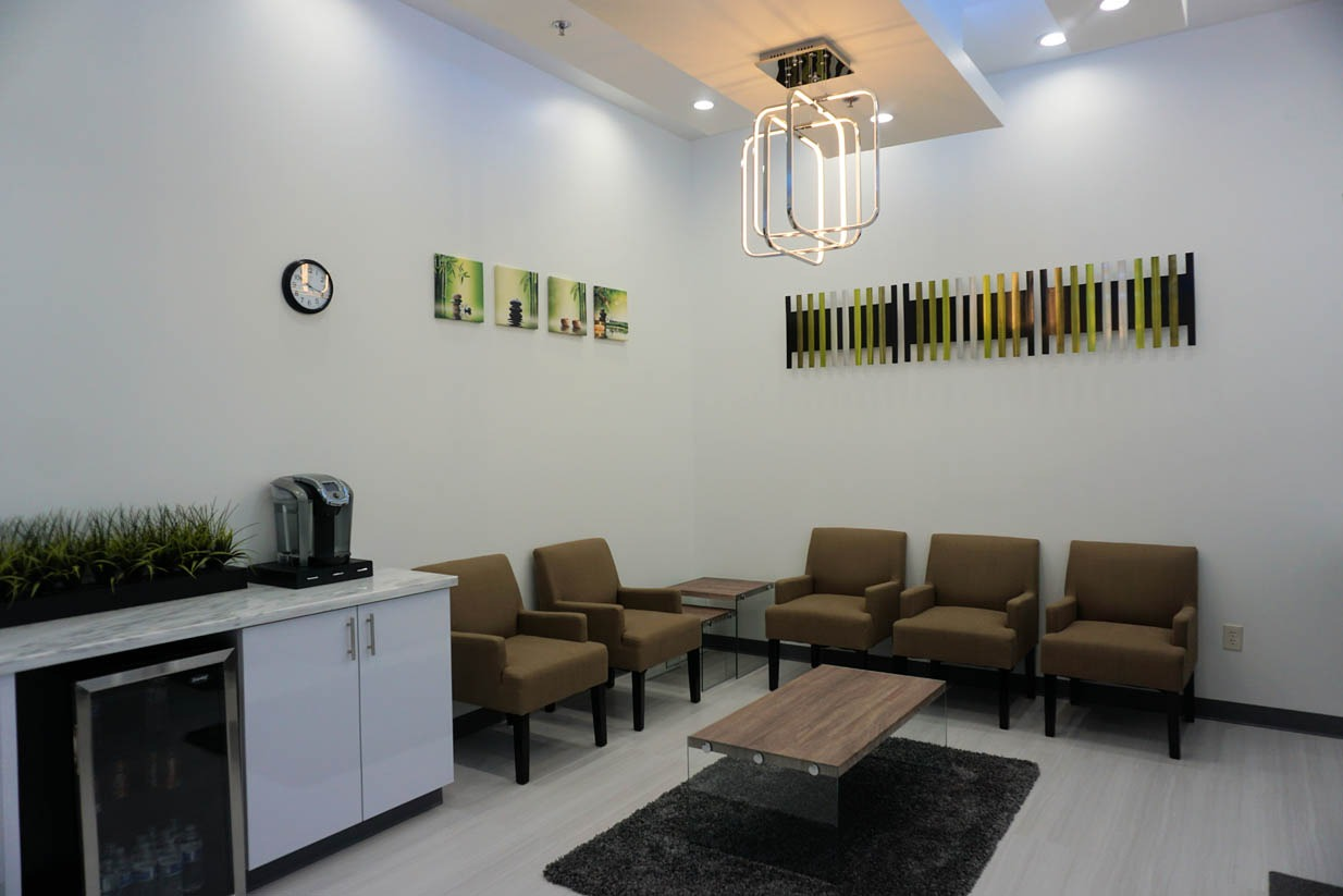 Contemporary Endodontics | Houston Endodontist | Waiting Area